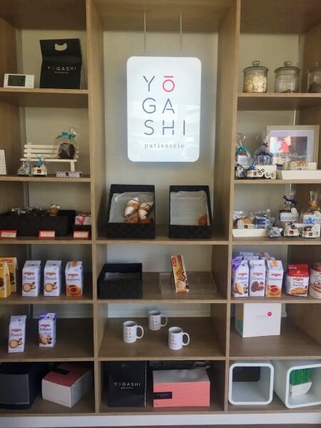 Yogashi shelf